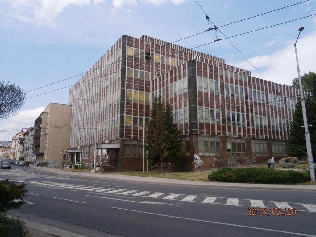 Administratívny objekt 4328m2, čiastočná rekonštrukcia