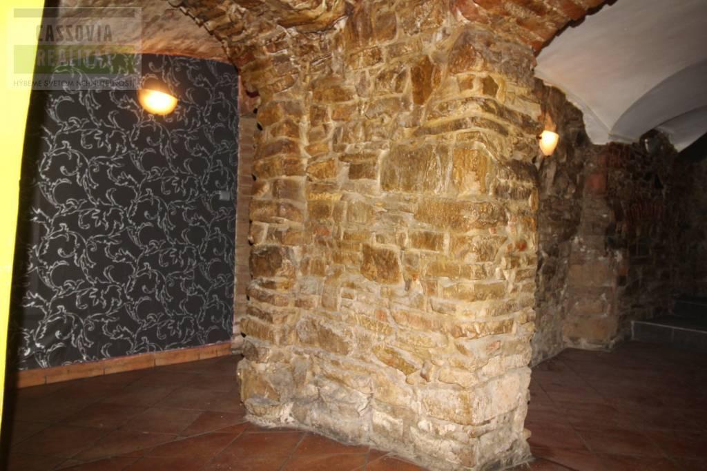 Reštaurácia 150m2, pôvodný stav